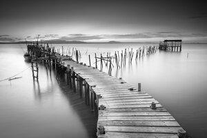 3307985-00000 Landschaft seenSteg Portugal