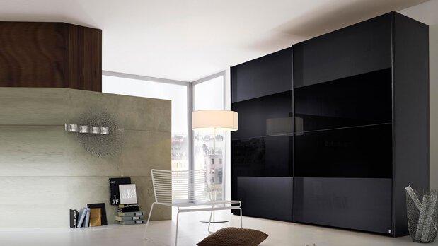 Schlafzimmer-Serie 20up von Rauch black