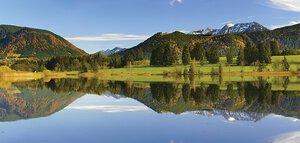 3308391-00000 Landschaft BergeLargo