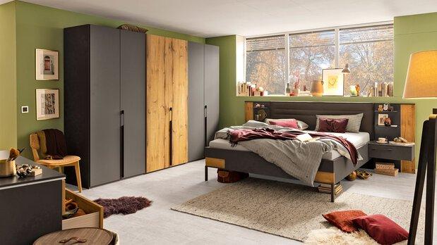 Schlafzimmer-Serie Valetta von Rauch black