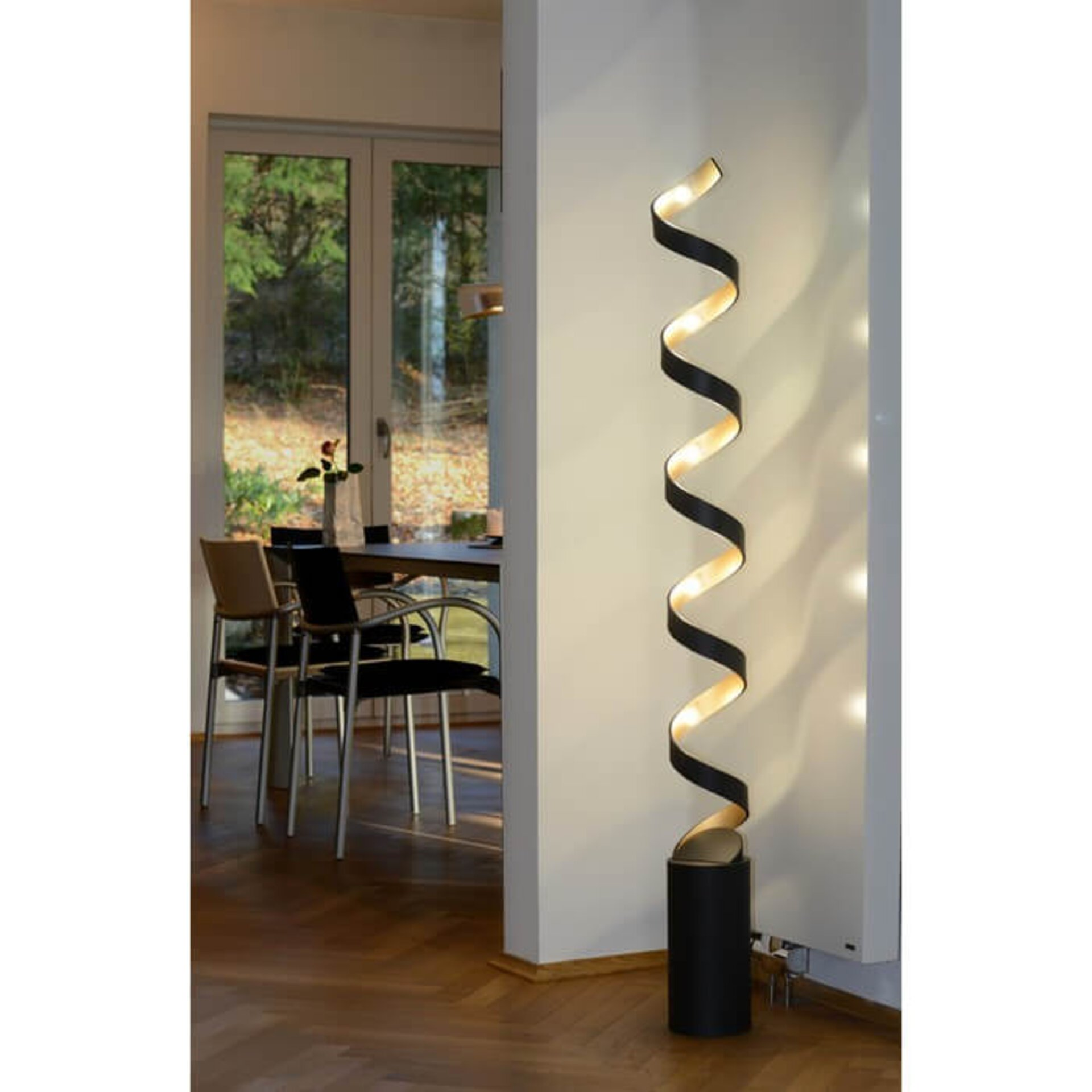 LED-Stehlampe Helix in Gold u. Metall