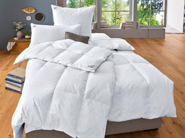 Daunen Bettdecken und Kissen